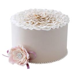 Одноярусный белый свадебный торт с цветком снизу