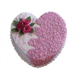 Праздничный торт в форме сердца с цветами роз