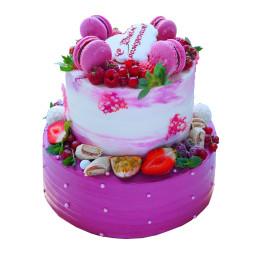 Праздничный торт  фиолетового оттенка со свежими ягодами