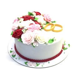 Торт свадебный а один ярус с бутонами разноцветных роз и обручальными кольцами