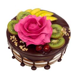 Торт праздничный с бутоном розы и фруктов