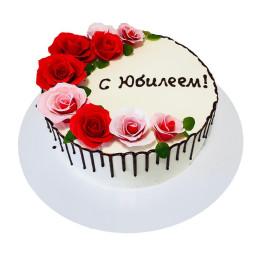 Торт праздничный с бутонами роз на юбилей
