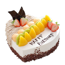 Торт праздничный в форме сердца с ассорти из свежих фруктов и клубники