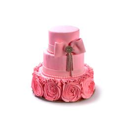 Торт праздничный с кремовыми бутонами роз и бантом
