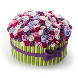 Торт в форме корзинки с цветами из мастики