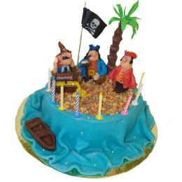 Торт детский в один ярус с фигурками пиратов и сундука с кладом