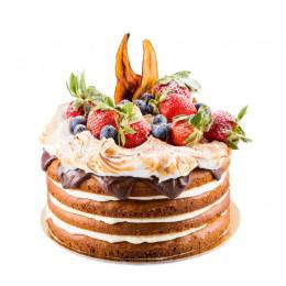 Открытый торт в один ярус покрытый сверху темным шоколадом и украшен с голубикой и клубникой