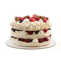 Праздничный торт из безе в один ярус с клубникой и голубикой