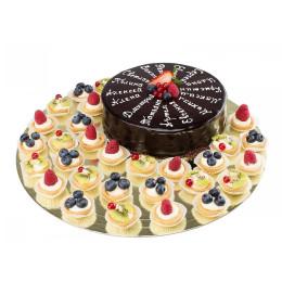 Праздничный торт в один ярус с именами и тарталетками