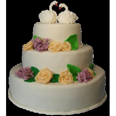 Белый трехъярусный свадебный торт с разноцветными цветами и лебедями