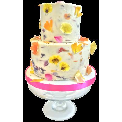 Белый двухъярусный свадебный торт с ярко желтыми и оранжевыми цветами