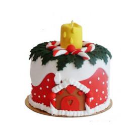 Торт на Рождество с фигуркой свечи