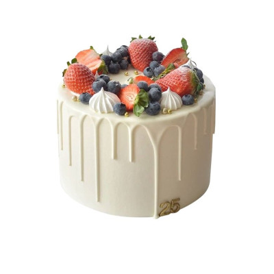 Торт праздничный в один ярус со свежими ягодами клубники и голубики