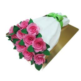 Торт праздничный в форме букета с розовыми розами