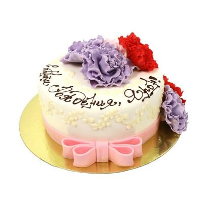 Торт праздничный с бутонами цветов