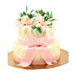 Торт праздничный с лилиями и розовым бантом
