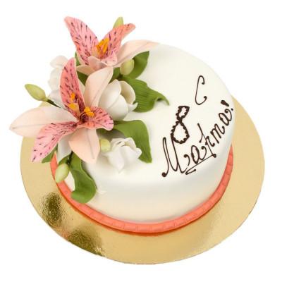 Торт на 8 Марта с цветами лилий