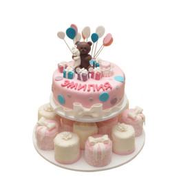 Детский торт с капкейками и фигуркой мишки